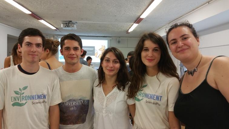 De gauche à droite : Maxime (SG) ; Martial (SG) ; Anaïs (VP) ; Eva-Meije (Chef Campus durable) ; Anastasia (Chef International).